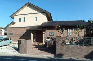和モダンと西洋アンティークスタイルの調和を目指した、二世帯住宅