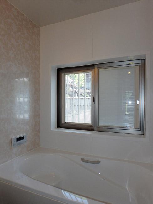 浴室 窓はブラインド内臓