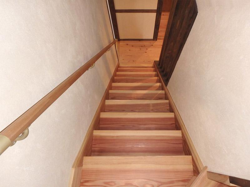 階段 杉浮造り仕上げ