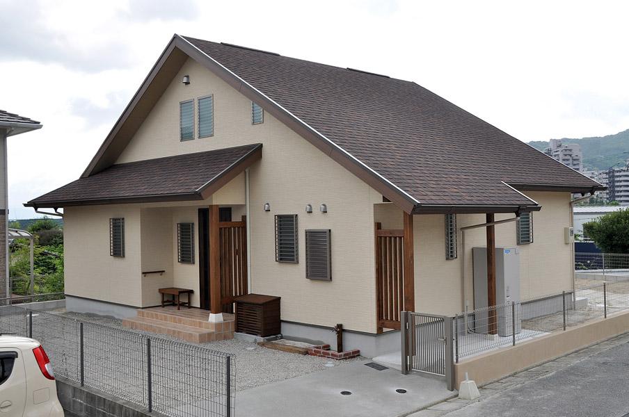 木の香りあふれる大屋根の家