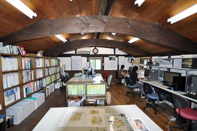 壁はモイスを採用。快適な古民家の事務所
