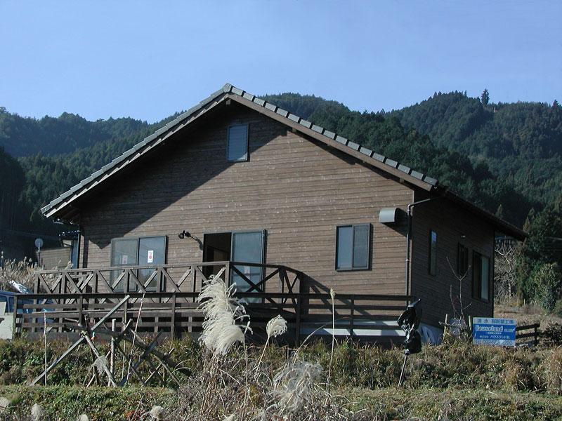 自然素材でつくったシンプルなセカンドハウス
