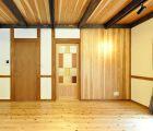 LDK 床は杉無垢板 建具は全て当社オリジナル