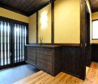 玄関ホール 壁は西洋漆喰で和テイスト溢れる玄関です