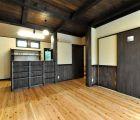 LDK 天井は杉無垢板張り 自然塗料で着色しています
