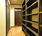 廊下にある多目的収納棚