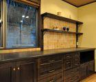 食器棚は当社オリジナル スライド式で奥行き60cmは、かなりの収納ができます
