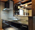キッチンのタイルは和テイスト